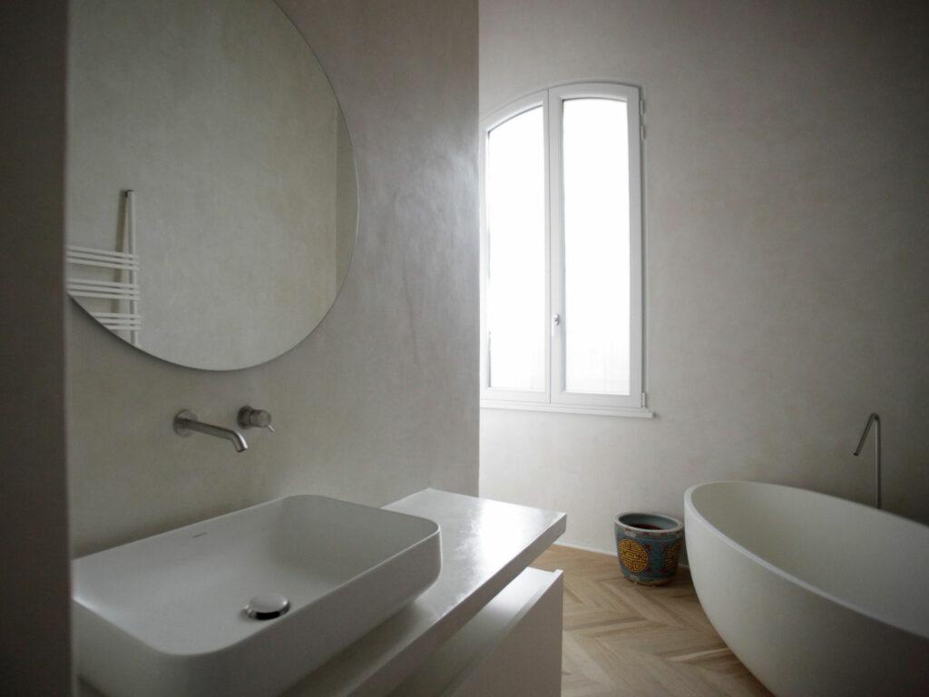 bagno realizzato in tadelakt a bologna
